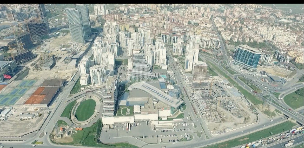 huge homes has got shopping mall and lake in for sale in Esenyurt Istanbul